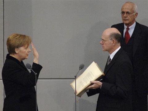 Bà Merkel trong lễ tuyên thệ nhậm chức thủ tướng Đức năm 2005. Ảnh: Bundeskanzlerin
