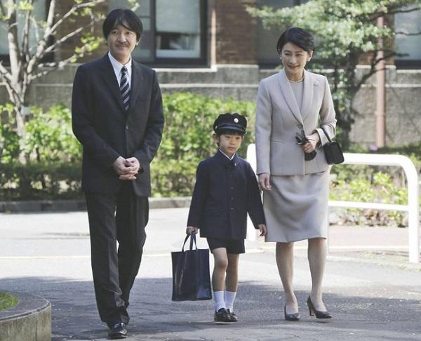 Hình ảnh Hoàng tử bé ngày đầu tiên đi học 4 năm về trước.