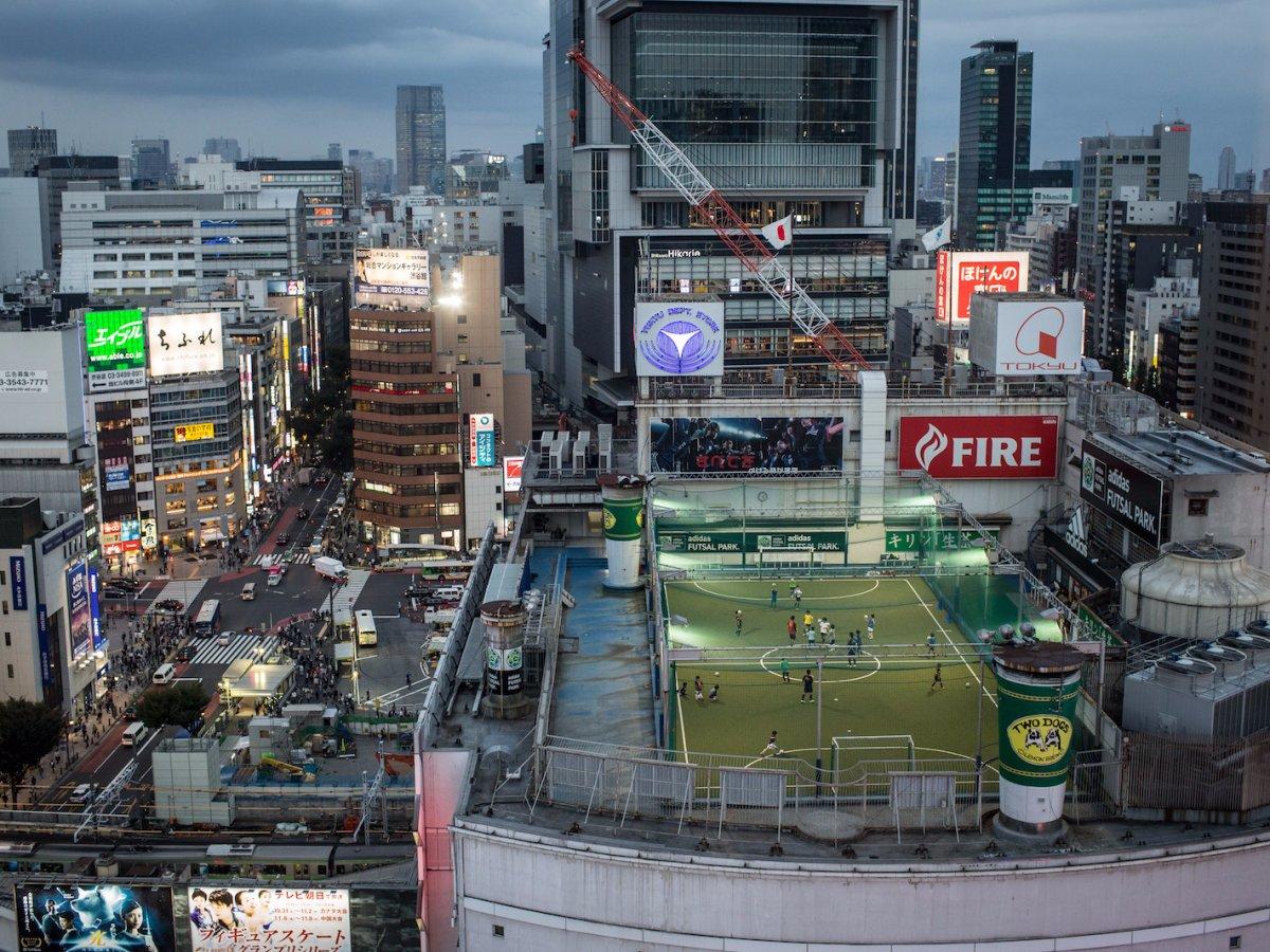Ở đây, bạn cũng có thể chứng kiến cảnh người ta chơi thể thao ngoài trời trên những sân thượng… - Ảnh: Getty
