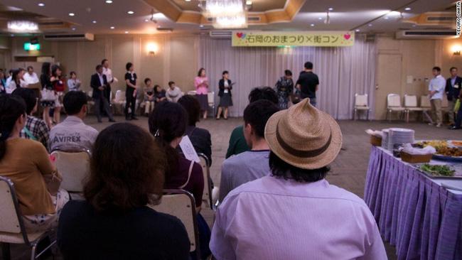 Các dịch vụ hẹn hò cấp tốc đang nở rộ tại Nhật Bản.